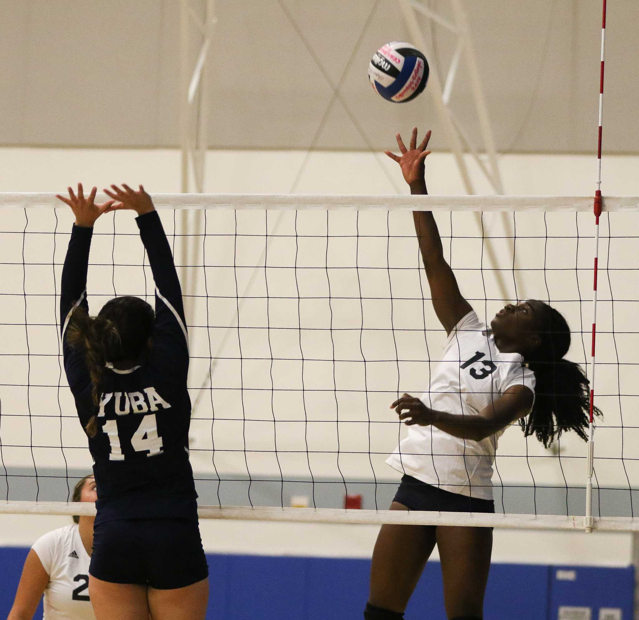 Women's volleyball win-streak ends at eight; places second at Cerritos Tournament