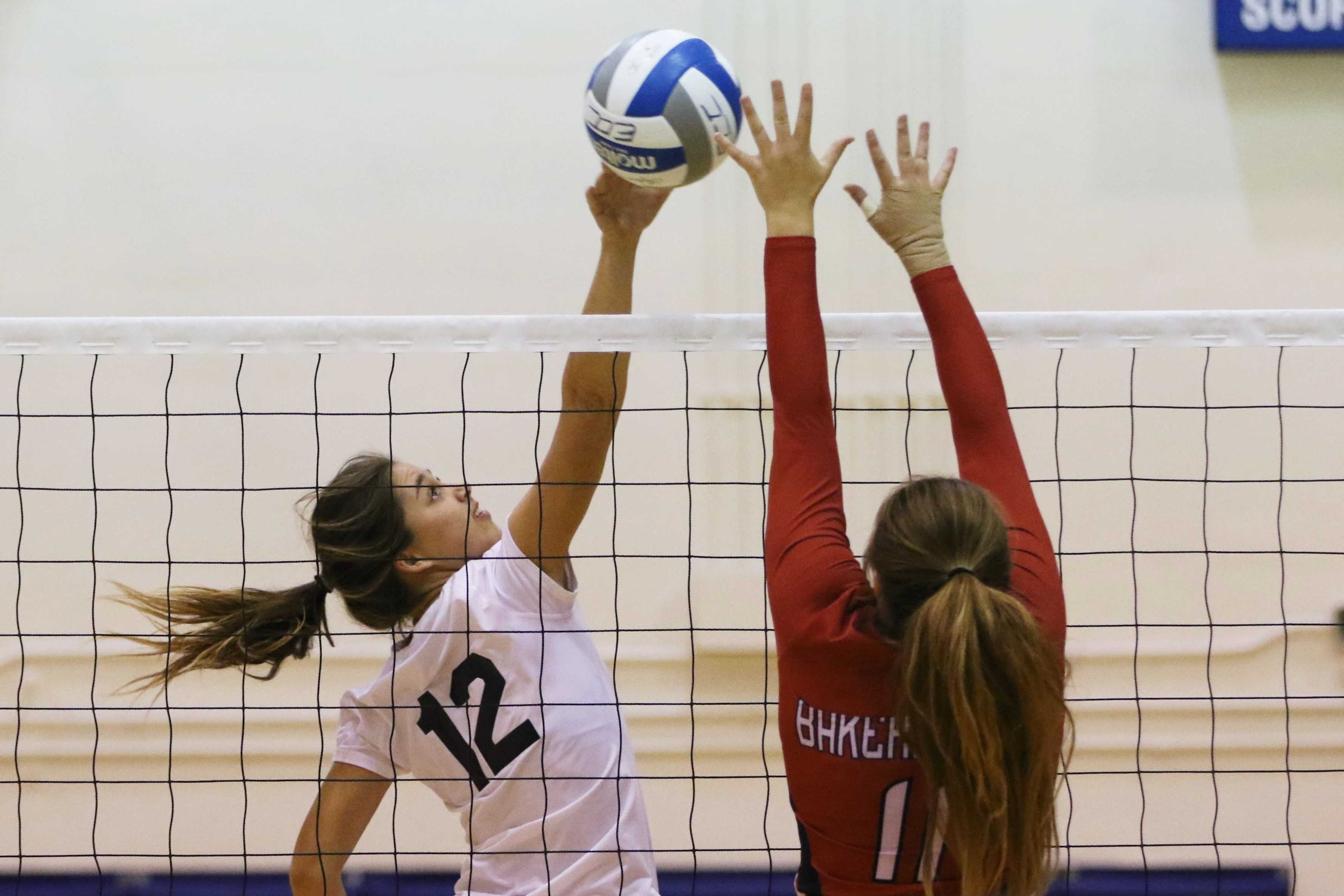 Women's volleyball takes down Bakersfield 3-1 in second round of playoffs