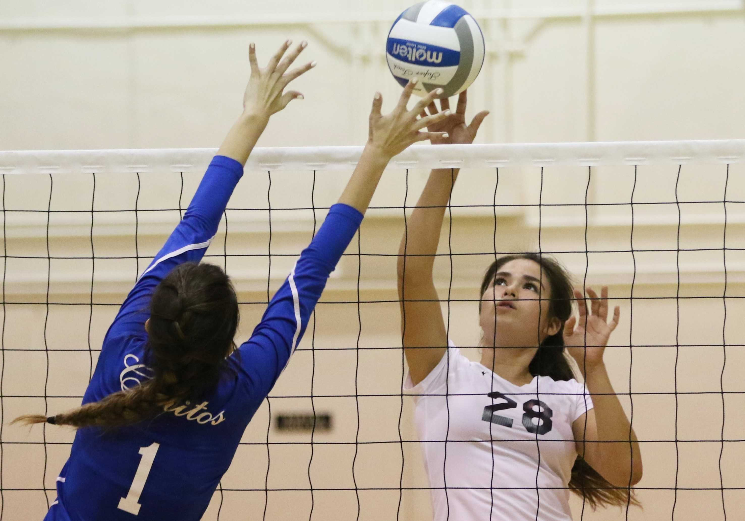 Women's volleyball will host first round of playoffs after sweep over Cerritos
