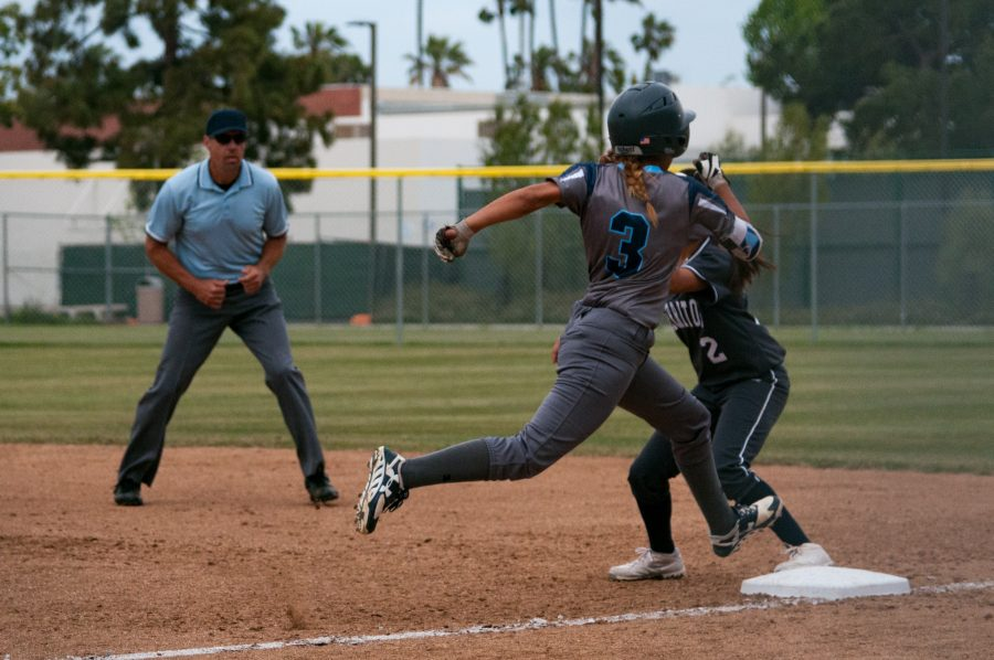 Sophomore+outfielder+Kattya+Calderon+%28No.3%29+safely+makes+to+first+base+during+El+Camino%27s+8-2+win+over+visiting+Cerritos+College+on+Thursday%2C+April+6.+Photo+credit%3A+Osvaldo+Deras