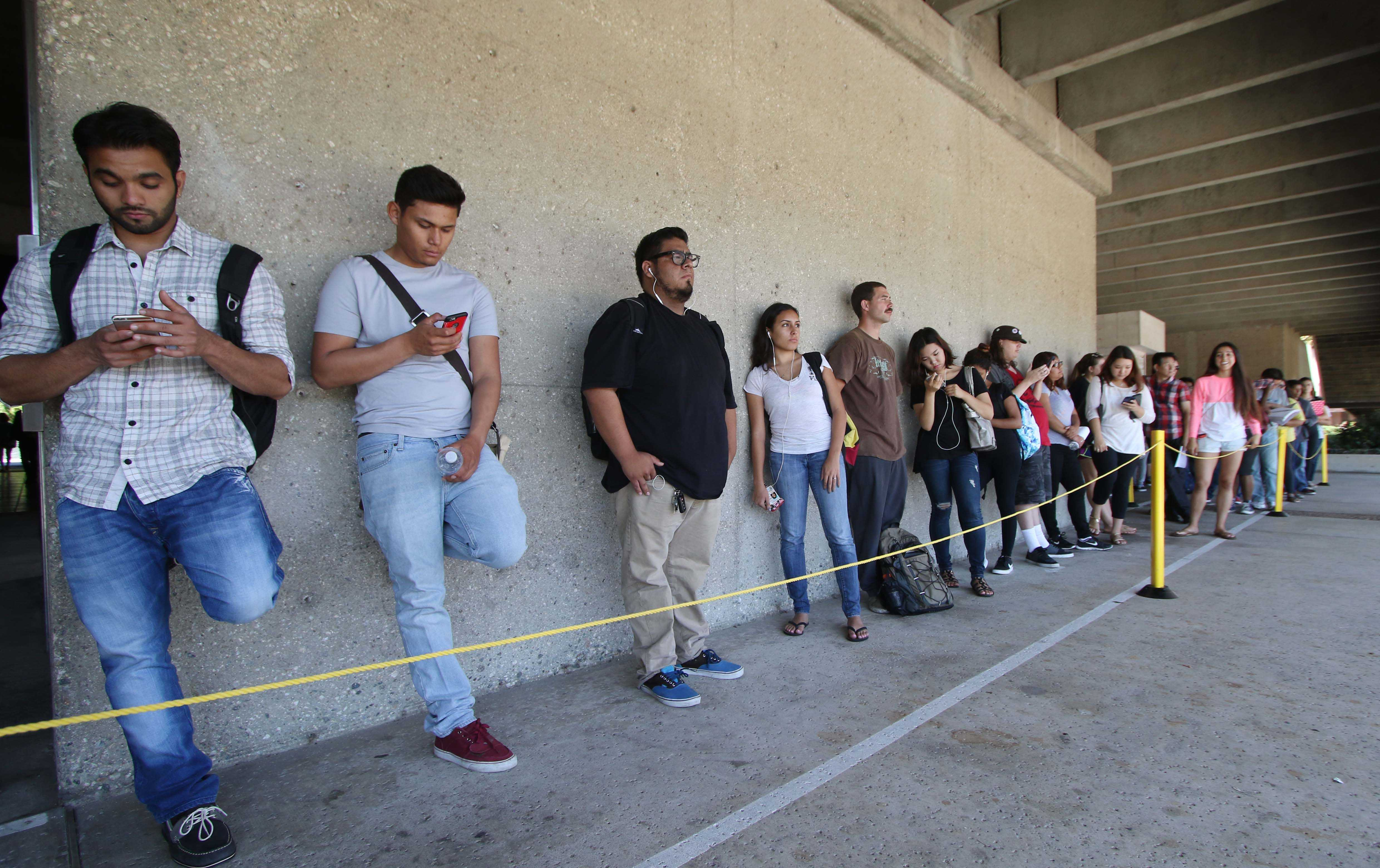 El Camino students wait in line for the Cashiers Office near the Bookstore on the first day of fall semester. Photo credit: Jorge Villa