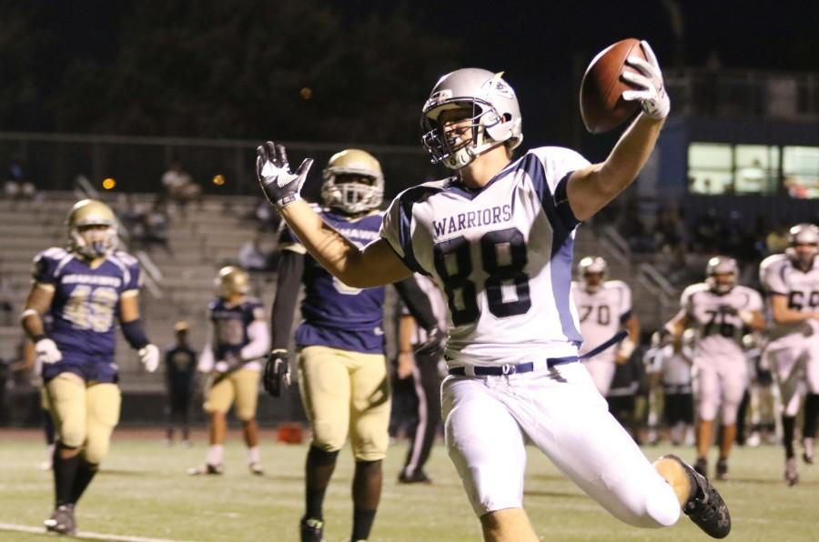 Sophomore+tight+end+Colin+Hindle+runs+into+the+endzone+for+a+touchdown+during+an+away+game+at+L.A.+Harbor+College.+The+Warriors+defeated+the+Sea+Hawks+37-17+on+Saturday+night.+Photo+credit%3A+Jo+Rankin