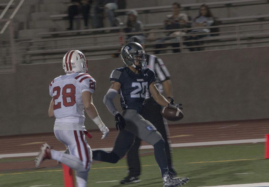 Warriors WR, Mason Mulvihill (20) with a short gain for a touchdown VS Bakersfield College @ECC Sat. October, 1st Photo credit: Elijah Hicks