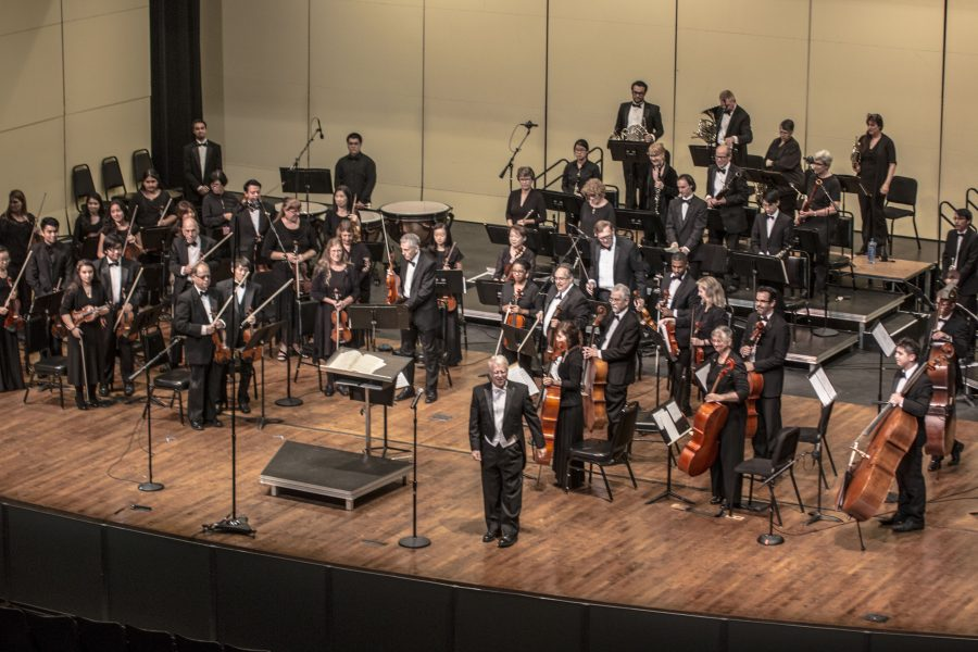 El Camino College Symphony Orchestra led by director Dane Teter in the Marsee Auditorium on Saturday, Nov. 5. Photo credit: Elijah Hicks