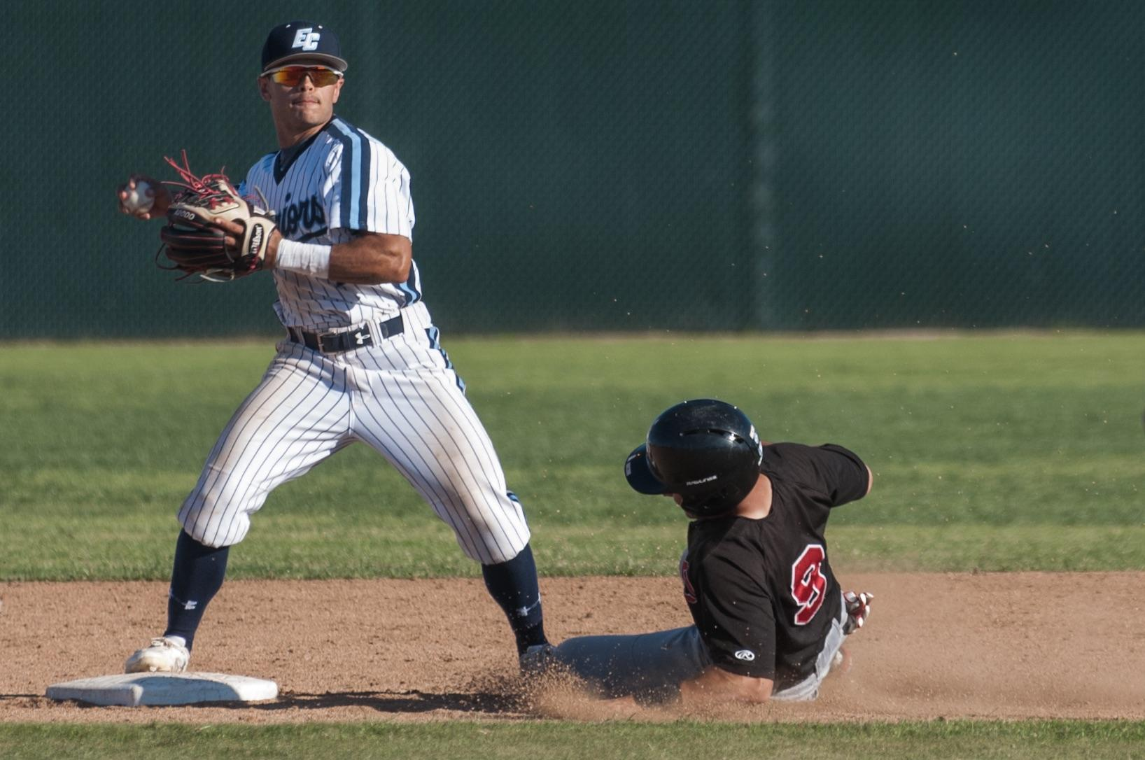 Another sixth-inning outburst pushes the El Camino baseball teams' winning streak to nine