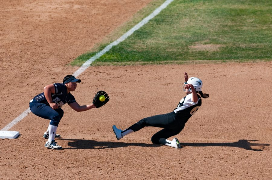 Freshman+infielder+Julianne+Adamos+gets+the+runner+out+at+third+base+during+El+Camino%27s+game+versus+Rio+Hondo+College+on+Tuesday%2C+April+4+at+the+Warriors+softball+field.+Photo+credit%3A+Osvaldo+Deras