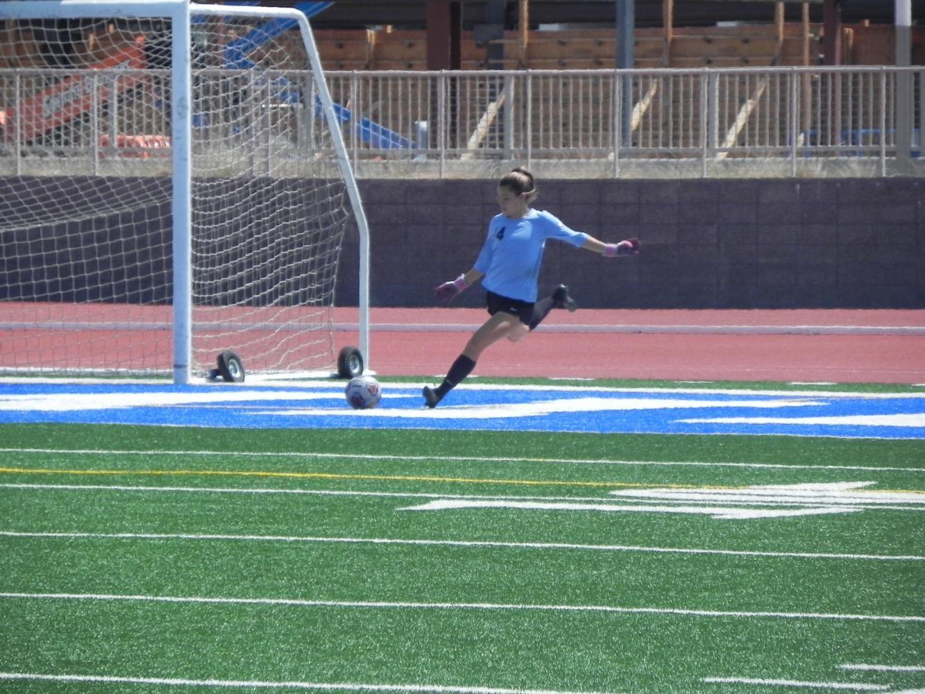 ECC goalkeeper Isabel Rojas kicks a set ball during the Warriors match Friday versus MiraCosta College. Photo credit: Samuel Hill