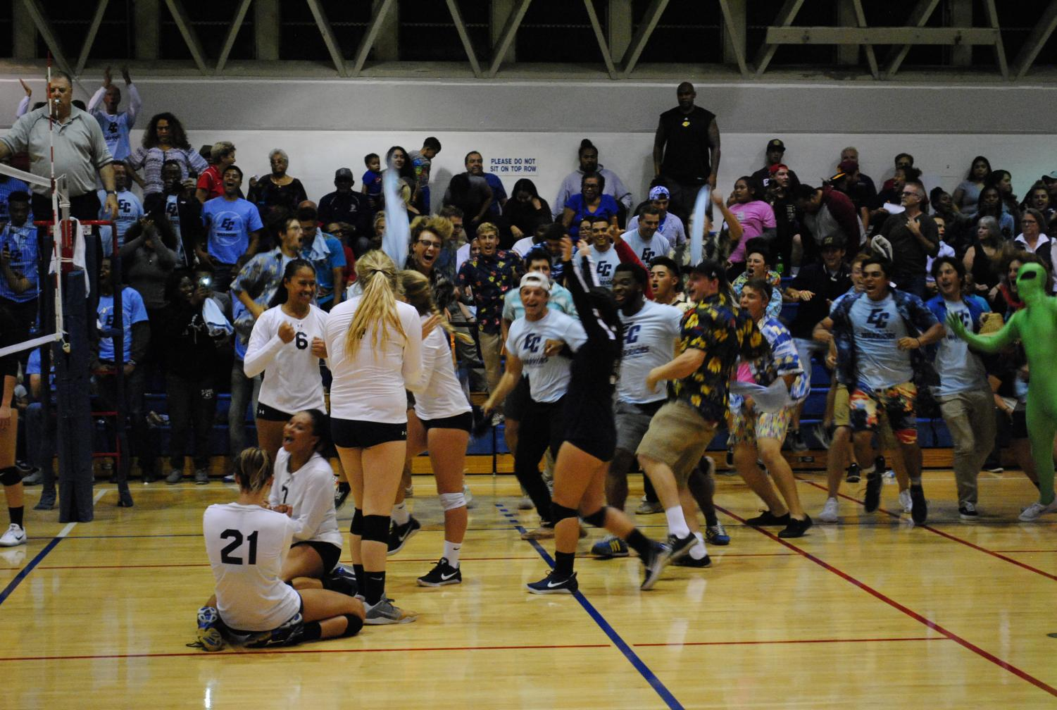 Women's volleyball team wins rivalry game against Long Beach