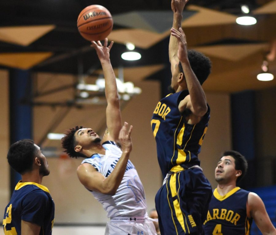 The ECC Warriors played Los Angeles Harbor College on Friday, Feb. 16. Photo credit: Jack Kan