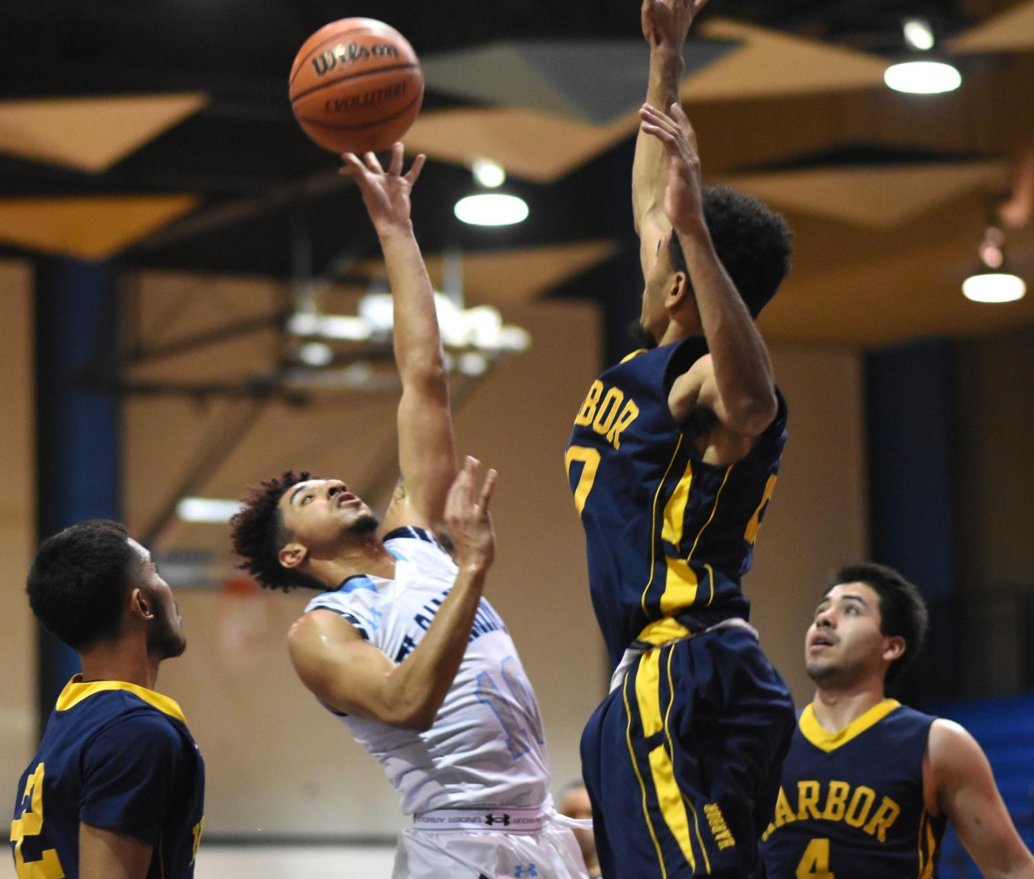 Men's basketball team loses against LA Harbor in home game
