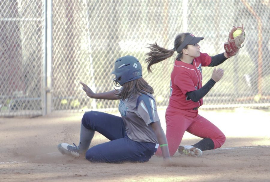 Diamond+Lewis+slides+easily+into+3rd+base+as+Long+Beach+3rd+basement+tries+to+hold+onto+the+softball+on+Tuesday%2C+Feb.+27.+Photo+credit%3A+David+Gonzalez