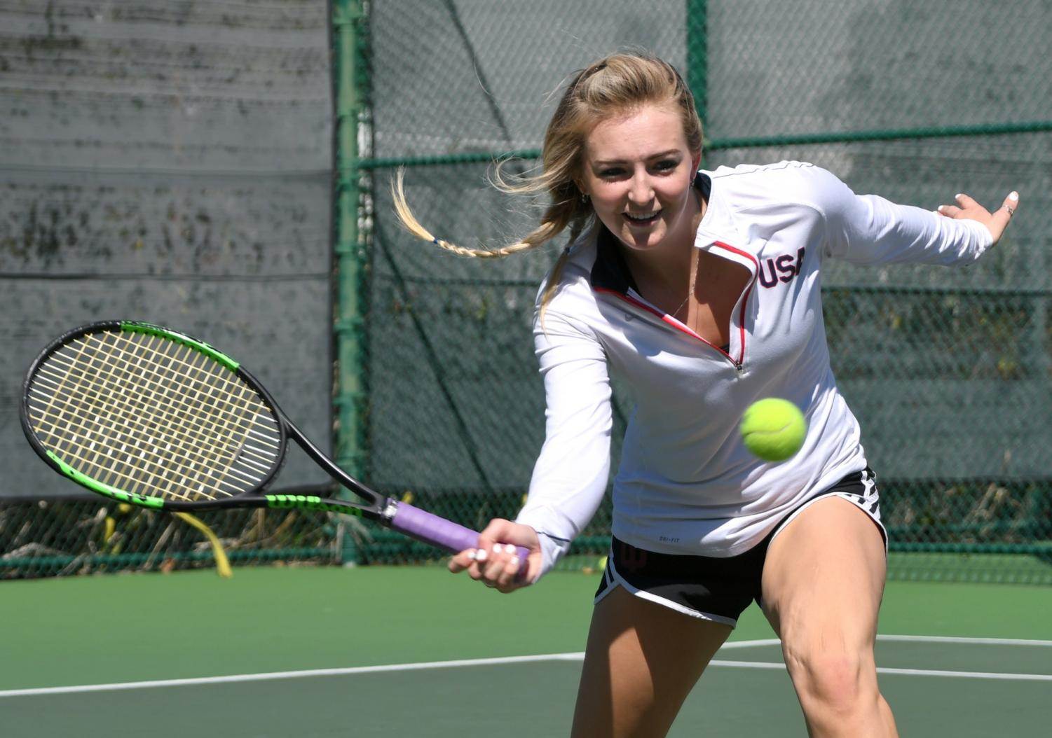 Men's and women's tennis fall short to Lake Forest College