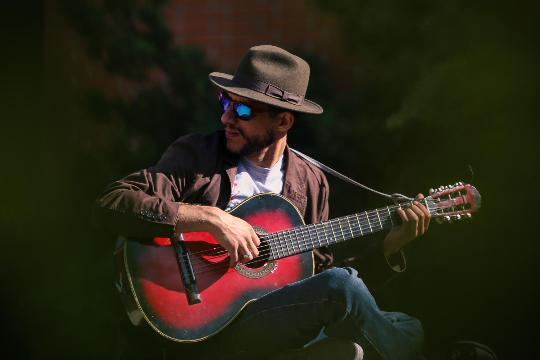 El Camino College Student, Michael A.Nicoli, plays his guitar in front of the Art Building at El Camino College Monday, Oct.22, 2018. (Darwyn Samayoa/ ECC Union) Photo credit: Darwyn Samayoa
