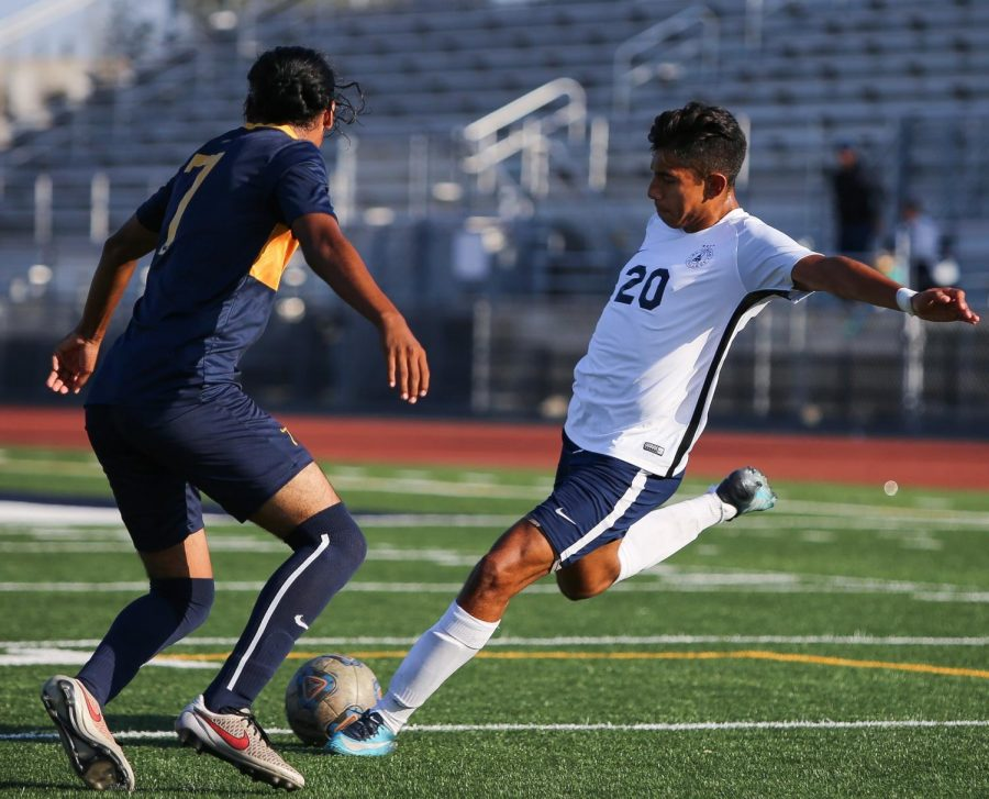 EC Warriors midfielder, Eduardo Grados, attempts to center a ball into Harbor's penalty area, during the EC Warriors vs Harbor College Seahawks men's soccer match at Harbor College on Tuesday, Oct. 30. Photo credit: Darwyn Samayoa