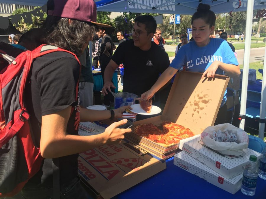 Associated Students Organization Council Member Makayla Propst gives out pizza to students at the Constitution Day and Financial Aid Fair. The event is held annually at El Camino College on Sept. 17, which is the anniversary of the signing of the U.S. Constitution. Juan Miranda/The Union