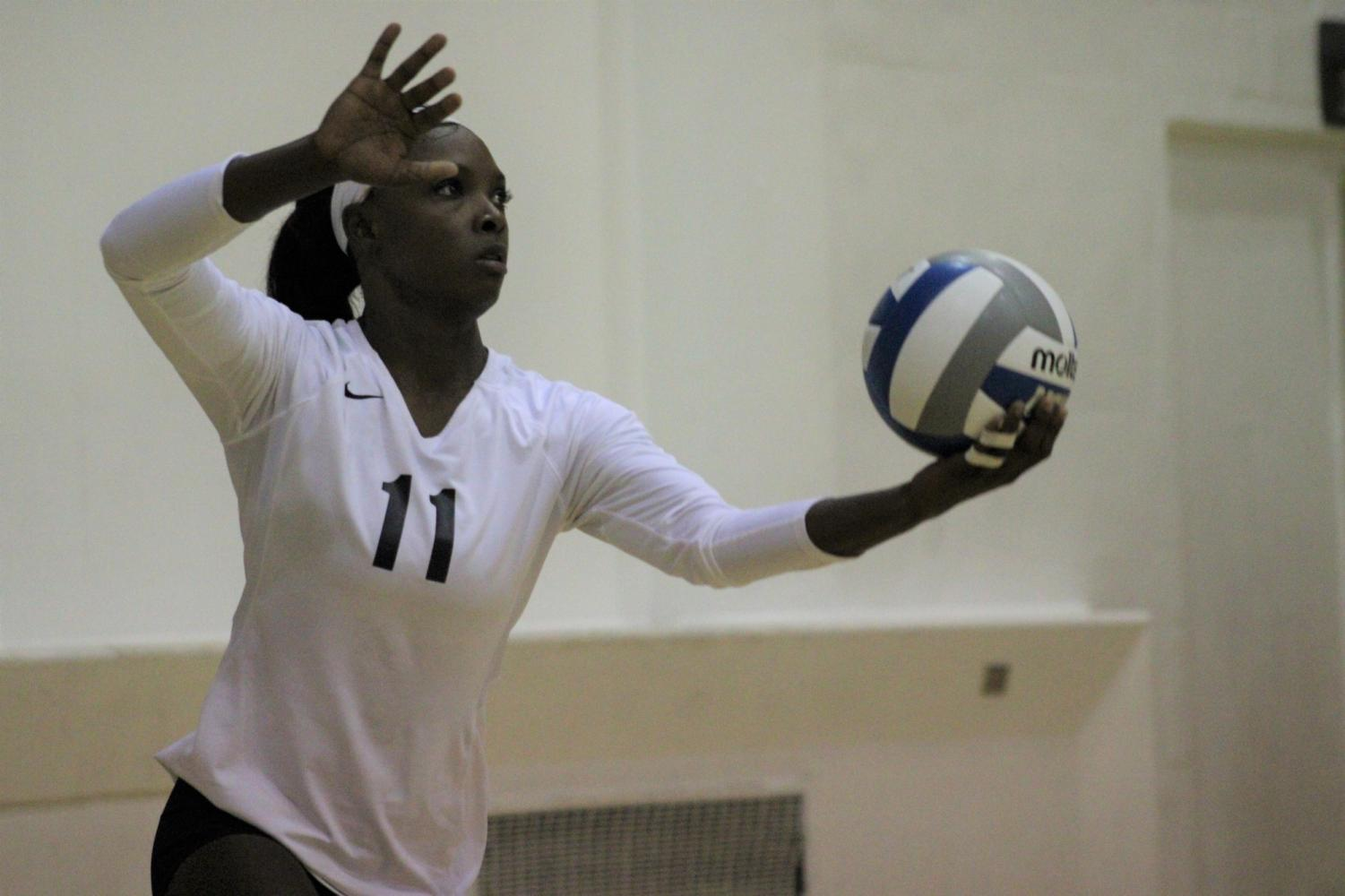 El Camino College outside hitter Mikayla Clark prepares to serve the ball during the second set of the match against Mt. San Antonio College on Wednesday, Oct. 2, in ECC's South Gym. The women's volleyball team has won nine matches in a row. Jaime Solis/The Union