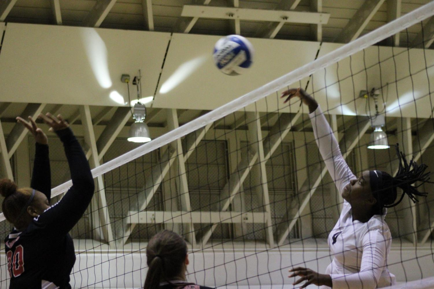 El Camino College middle blocker Ginia Goods goes for a spike against Long Beach City College middle blocker Kennedy Freeman at the net during the first set of the match on Friday, Nov. 8, in ECC's South Gym. The Warriors lost in five sets. Jaime Solis/The Union