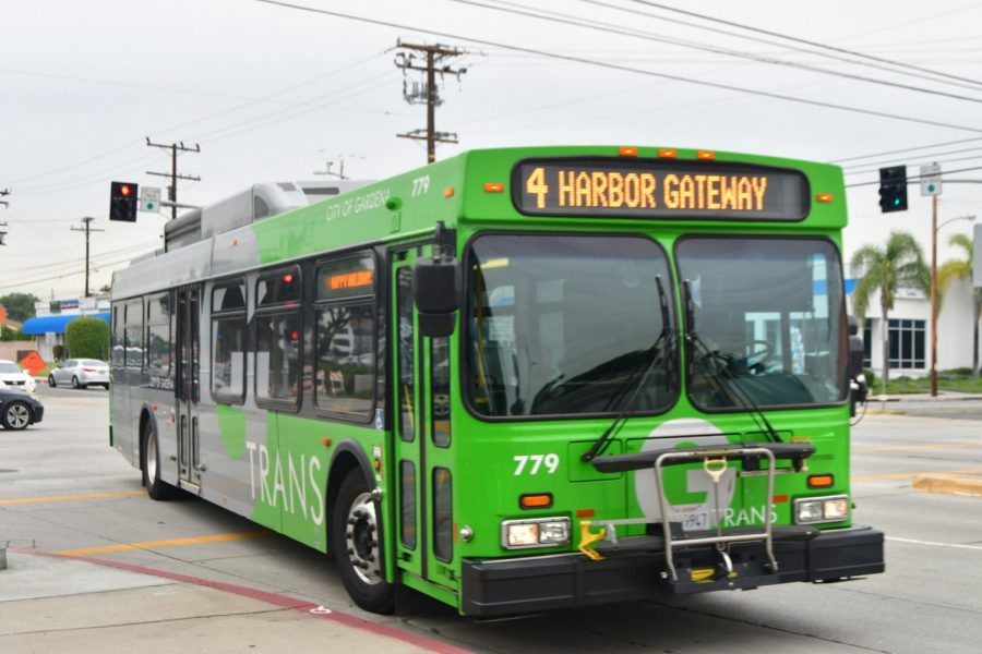A city of Gardena transit bus approaches it's stop on the corner of Crenshaw Boulevard and Manhattan Beach Boulevard on Tuesday, Dec. 4. El Camino College partnered with Metro to give students discounted bus passes. Rosemary Montalvo/The Union