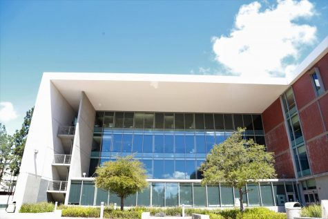 The Math Business Allied Health Building remains closed as classes at El Camino College have moved online. Ever since mid-March, students and faculty have accumulated concerns about the quality and clarity of information sent out via email. Mari Inagaki/The Union