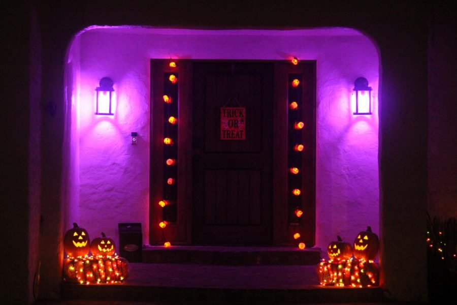 Despite the COVID-19 pandemic, many are still finding ways to celebrating the Halloween festivities. Decorating house front and jack-o'-lanterns is still a popular activity during this time of year. Image taken Tuesday, Oct 20. (Jaime Solis/ The Union)