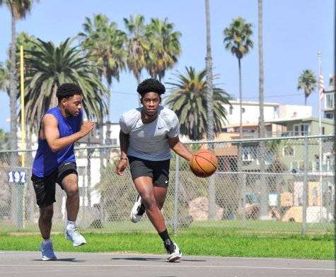 Jamal Howard, a 2019 All-Conference guard for El Camino College, considers his college options while keeping fit with longtime friend Elijah Chaney. Howard mentors Warrior basketball players during the pandemic lockdown. Photo by Gary Kohatsu/Warrior Life